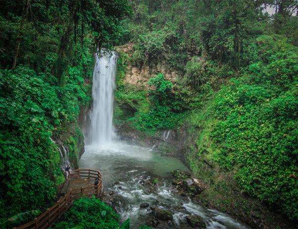 La_Paz_Waterfall
